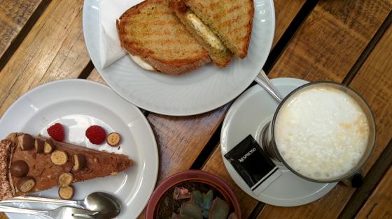 Caféausflug und Shopping im Miss Pavlova verbinden.