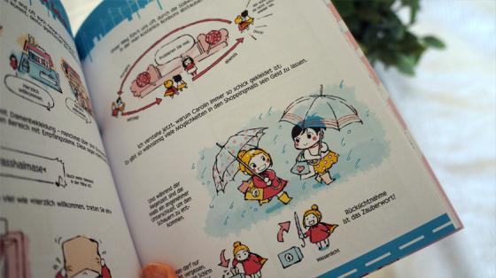 Ein Comic aus Verliebt in Japan: Zwei Freundinnen laufen mit Schirmen durch den Regen.