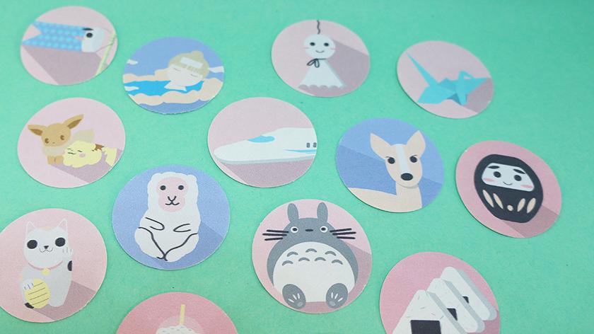 Das Japan-Stickerset beinhaltet unter anderem Koi-Nobori-Flaggen, Onsen-Sticker, den Shinkansen, ein Wetterpüppchen, Kraniche und Totoro.